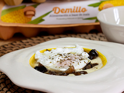 Huevo poché con champiñones y crema fina de patata