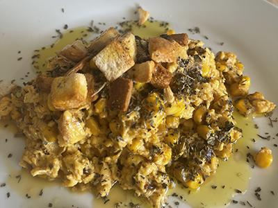 Revuelto de huevos Demillo y maíz dulce